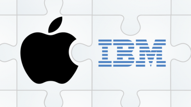 Logo Apple accanto a logo IBM